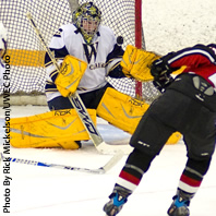 Men's Hockey Ties UW-Stout 2-2